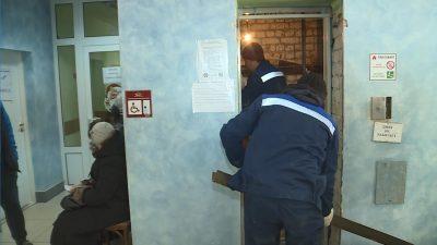 Старый лифт работал вплоть до начала ремонта. Отключили его буквально накануне демонтажа.