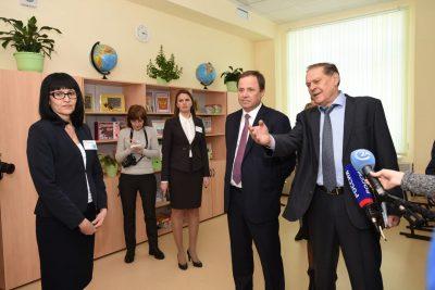 Игорь Комаров в Саратове провел совещание по исполнению Указа Президента России