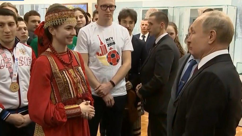 Владимир Путин с похвалой отозвался о мордовском национальном костюме