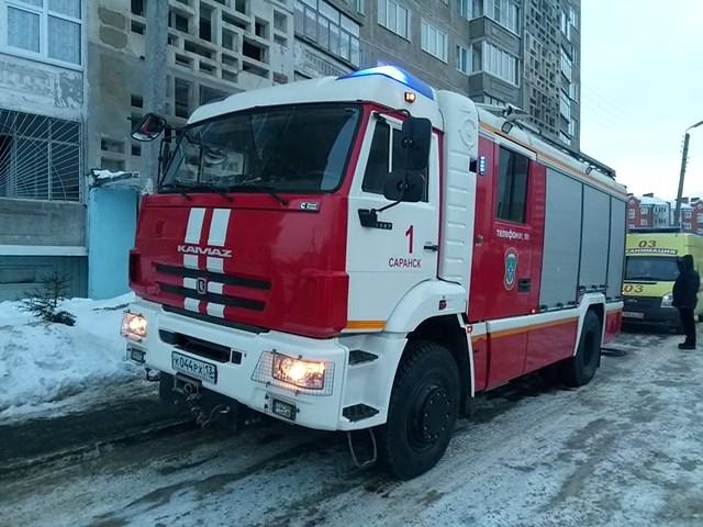 В Саранске сотрудники МЧС спасли мужчину с горящего дивана
